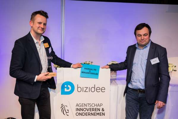 Manual.to and BekaertDeslee win award with project on digitization of work instructions
